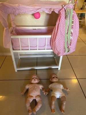 cradle and dolls for Sale in Dallas, TX