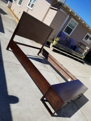 Queen size wood bed frame with bench and drawers for Sale in Hayward, CA