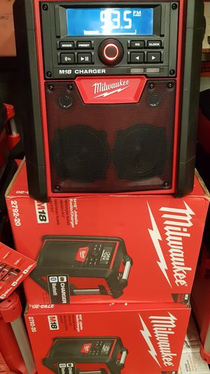 MILWUAKEE M18 CORDLESS BLUETOOTH RADIO CHARGER NEW for Sale in San Bernardino, CA