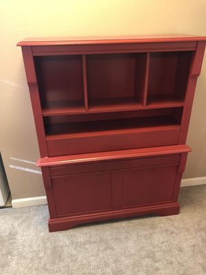 Side table and chest for Sale in Oskaloosa, IA