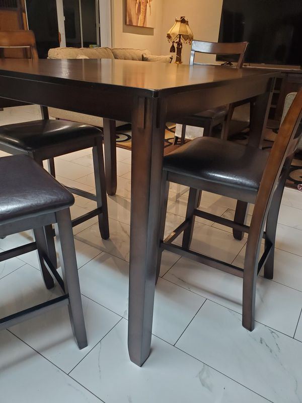 Ashley's 5 piece dining table