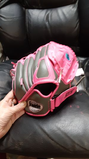 Franklin Girls Softball Left Handed Glove 10.5 for Sale in Riverview, FL