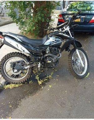 Apinestars hawk dirt bike 250cc $400 got problems for Sale in Brooklyn, NY
