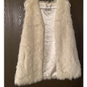 BB Dakota Faux Fur Vest Medium for Sale in Bothell, WA