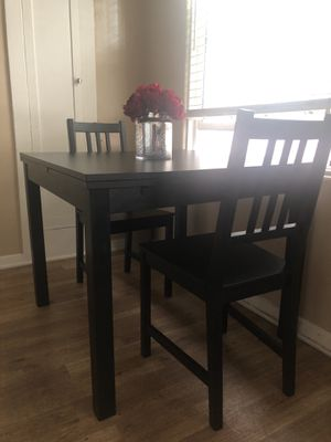 Extendable Kitchen Table with (2) Chairs for Sale in Los Angeles, CA