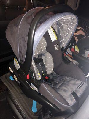 Graco Snuglock infant car seat for Sale in Chandler, AZ