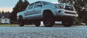 For sale 2009 Toyota Tacoma 4WDWheels Clean Carfax for Sale in Columbus, OH