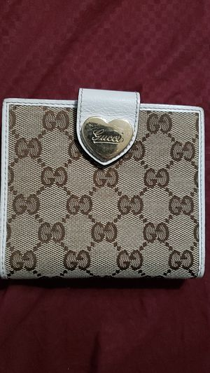 Gucci Monagram wallet with Heart Buckle for Sale in DeSoto, TX