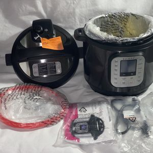 Black Instant Pot Duo 6qt New for Sale in Chandler, AZ