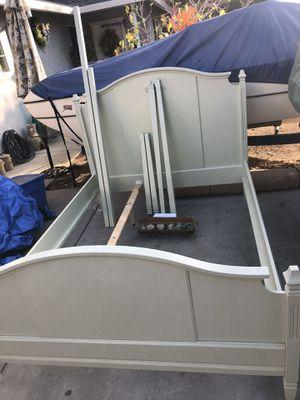 Queen bedroom set, dresser, dining table set for Sale in Riverbank, CA