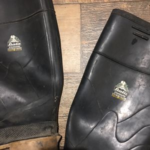 Rubber boots boater standard made in USA still shakes size 7 for Sale in Visalia, CA