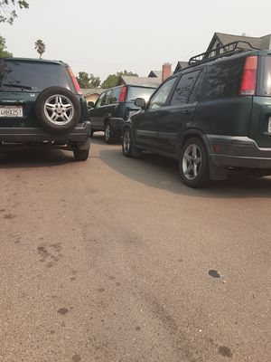 1999 honda crv 5 speed manual transmission 3000 and the one on the right is automatic for 2800 for Sale in Stockton, CA
