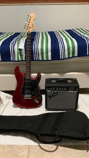 Fender Electric Guitar (barely used) with fender frontmans 15g amp for Sale in Miami, FL