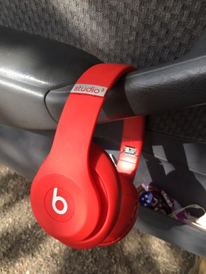 Studio 3 beats by dre for Sale in Ashville, OH