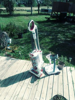 Shark vacuum cleaner with some attachments for Sale in Palm City, FL