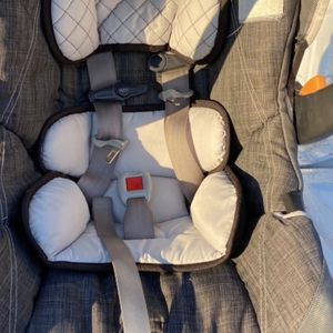 Baby Seat With Two Bases. for Sale in Maize, KS