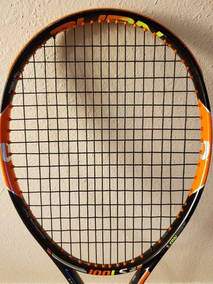 Excellent condition Wilson Burn 100LS Tennis Racket for Sale in Irving, TX