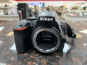 Nikon D5500 Camera w/Case and Charger for Sale in Pflugerville, TX