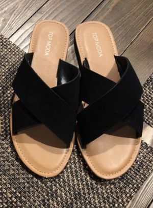 Sandals Size 8 1/2 for Sale in Corona, CA
