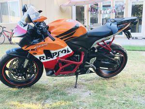 Honda Cbr600rr,Complete bike for parts or fix (Price to sell today,tomorrow im giving it for fix) for Sale in Garden Grove, CA