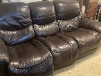 Power Reclining Sofa Brown Leather for Sale in Ridgefield,  WA