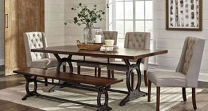 SOLID WOOD DINING SET for Sale in Atlanta, GA