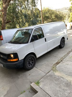 2011 chevy express 1500 V6 for Sale in Los Angeles, CA