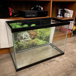 20 Gallon Fish Tank Only 1 Week Old for Sale in Costa Mesa, CA