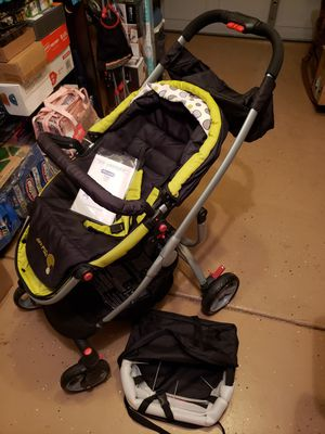Dual direction stroller w/car seat attachment (like new) for Sale in Summerville, SC