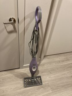 Nice Shark steam mop in great condition for Sale in Sammamish,  WA