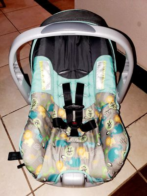 Evenflo Infant Baby Carseat Car Seat With Base for Sale in Pasadena, TX