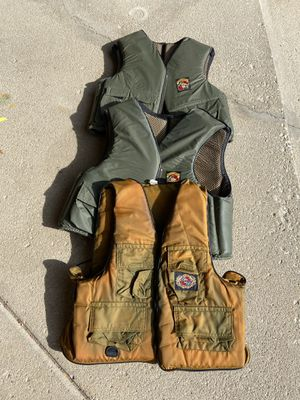 3 adult fishing vests for Sale in Aurora, IL