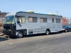 Motorhome ubicación directamente con el dueño esta en la 20 y alameda buscame siempre estoy ahí for Sale in Los Angeles, CA