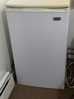 Mini Fridge With Freezer!! Need Gone Asap! for Sale in Queens,  NY