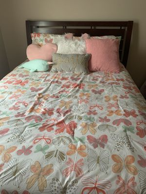 Queen bed with box spring for Sale in Anchorage, AK