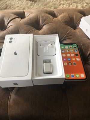 iPhone 11 White 128gb fully unlocked / trade for iPhone XS Max or iPhone 11 Pro for Sale in Sanger, CA