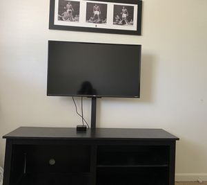 "Tv TCL Roku 42"" & Tv Stand for Sale in Scottsdale, AZ"