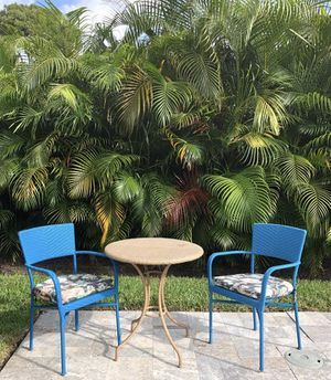 PIER 1 SET TABLE & TWO CHAIRS for Sale in Fort Lauderdale, FL