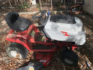 Huskie supreme rider lawn mower for Sale in Lake Wales, FL