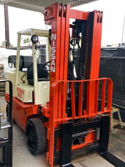 Nissan forklift 5000 pound capacity for Sale in Anaheim,  CA