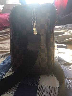Lv messenger bag for Sale in Queens, NY