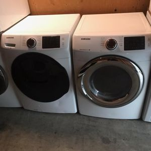 LIKE NEW !! SAMSUNG MULTI STEAM FRONT LOAD WASHER AND GAS DRYER SET for Sale in Moreno Valley, CA