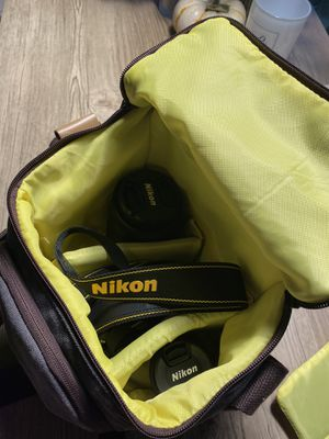 New! Only used once! Nikon - D3500 DSLR Camera with Video! for Sale in Los Angeles, CA
