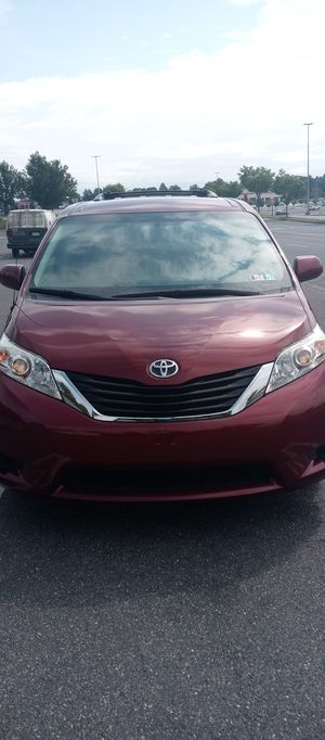 2014 toyota sienna LE 140000 miles for Sale in Allentown, PA