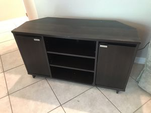 Corner tv stand for Sale in Lutz, FL