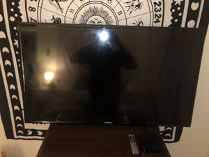 Samsung 36inch with 3rd generation Apple TV for Sale in Boca Raton, FL