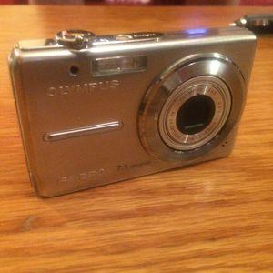 Olympus Stylus FE-230 7.1MP Digital Camera with 3x Optical Zoom for Sale in Baldwin, WI