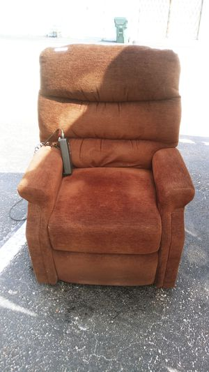 LIFT CHAIR for Sale in Wilton Manors, FL