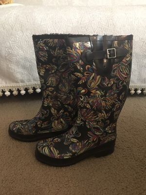 Rain boots with fur lining size 6 for Sale in Eddington, PA