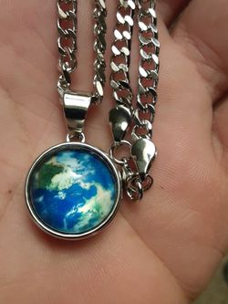 Sterling silver Necklace And Pendant Of The World Perfect Condition for Sale in New Port Richey,  FL